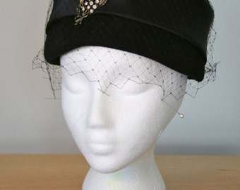 Sophisticated Vintage Glenover Hat New York 1950's, Henry Pollak, 100% Wool, Rhinestone Decoration, Cage Veil, Satin, Very Good Condition!