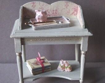 OOAK Miniature side table (1 inch dollhouse scale).