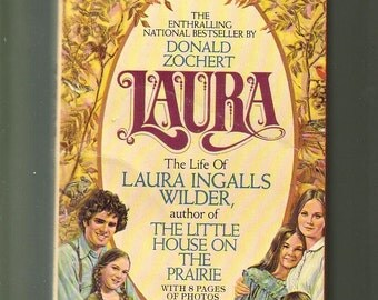 LAURA The Life of Laura Ingalls Wilder by D Zochert. Avon 1977 Paperback In Very Good Condition.  Photo Illustrations Biography.  Americana.