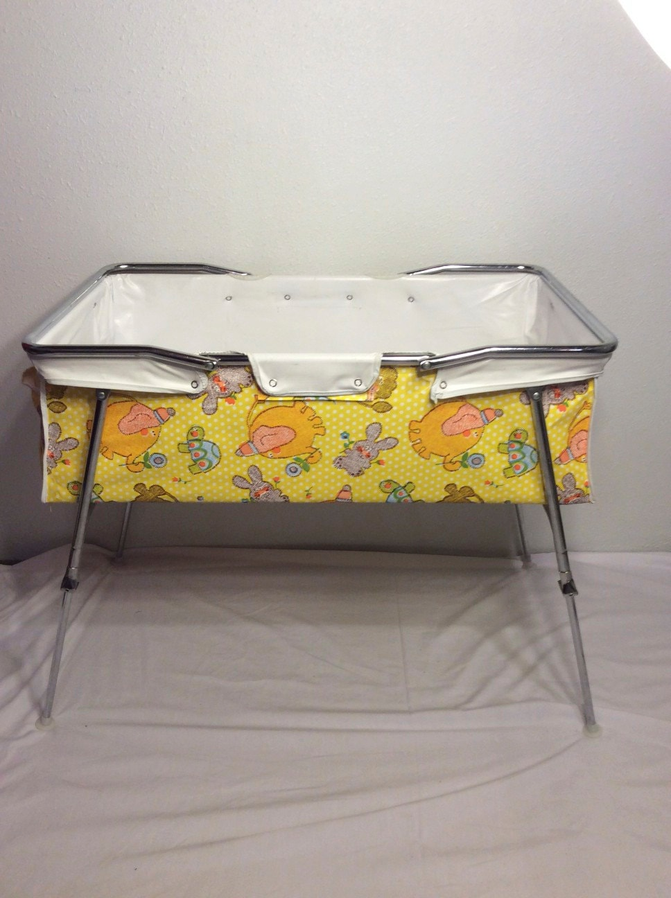 Vintage Baby Bed 106