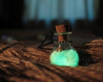 Green XO Bottle Glow in the Dark Potion Jar Necklace, Glowing Necklace, Glowing Jewelry,Glowing Pendant,Pendant Necklace,wedding necklace