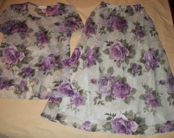 Stunning S L Fashions Grey CREPE Skirt and Blouse with Purple Hydrangeas  & Shoulder Pads size 6