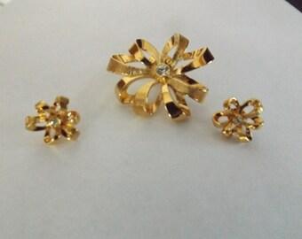 Circle Ribbon Brooch & Matching Earrings