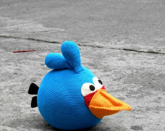 Blue Angry Bird amigurumi pattern. By Caloca Crochet.