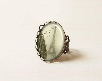 Paris, Eiffel Tower, Mist with bird, oval face vintage bronze pattern ring