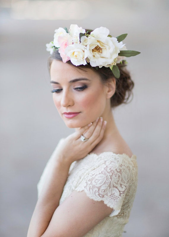 Wedding hairstyles to the side with veil