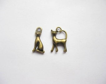 SALE - 8 Cat Charms in bronze tone - C2007