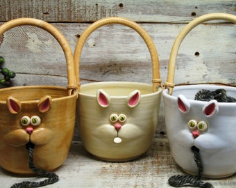 Yarn bowl - Knitting Bowl - Large yarn Holder with Cute Cat Face - Handmade Pottery by Heidi