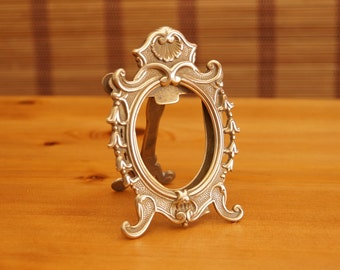Brass Picture Photo / Picture Frame - Victorian Style Decoration || Vintage || rounded oval shape