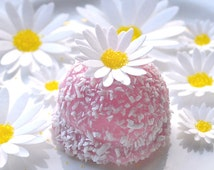 Edible White Daisy 3D Flowers Spring Easter Daisies Wafer Paper Wedding Cake Decorations Birthday Cupcake Toppers Cute Cookie Yellow Crystal
