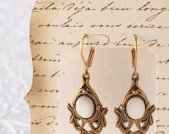 Mother of Pearl Earrings, Pearl Earrings, Dangle Earrings, Mother of Pearl Jewelry, Vintage Pearl Earrings, Baroque Jewelry, Vintage Wedding