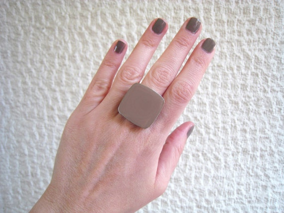 Taupe ring, tan khaki resin ring, beige glass ring, big chunky square ring, earthy ring, modern minimalist, beach summer jewelry