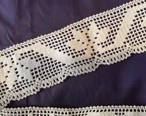 Vintage 1920's lace trim art deco  scalloped edge White cotton Never used geometric design excellent condition 3 m50 x 6 cm8 For home decor