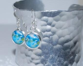 Earrings dangling blue daisies