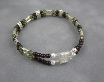 Garnet glass and green Czech cathedral bead bracelet (WB76)