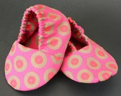 Soft sole baby shoes Baby slippers Baby booties funky African ShweShwe Baby shoes Baby girl booties Magenta Pink Medallions baby boots
