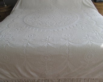 Ivory Vintage Chenille bedspread