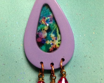Teardrop pendant with pink dangles