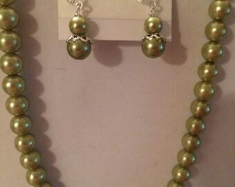 Green pearls set