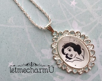 Princess Snow White Glass Cameo Necklace - Princess Snow White Silhouette - Snow White Necklace - Snow White Pendant - Disney Princess