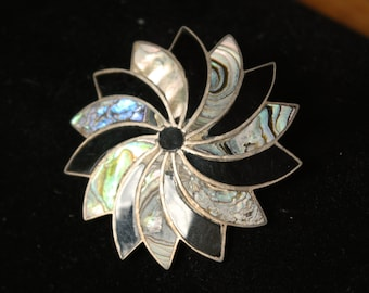 VIntage signed hand crafted Mexico 925 Sterling Abalone with Onyx pinwheel brooch pendant pin
