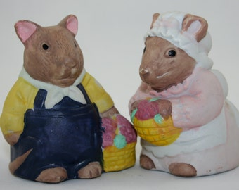 Vintage Country Mouse Salt and Pepper Shakers, Mr and Mrs Mouse 1970s