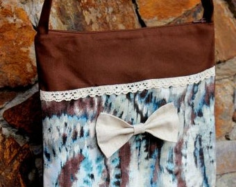Bag with bow tie