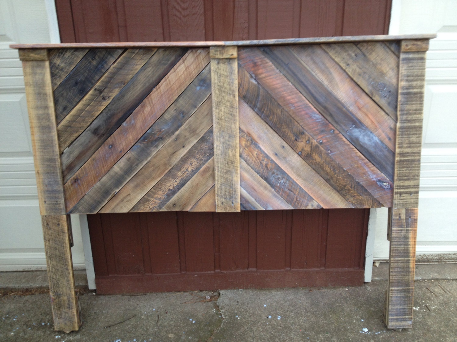 Custom queen size headboard from reclaimed pallet wood for How to make a wood pallet headboard