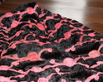 THRO by Marlo Lorenz  Bold Black with Pink Rosettes