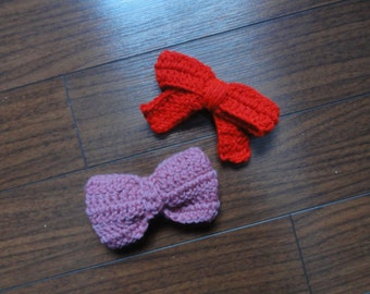 Red crocheted bow barrette
