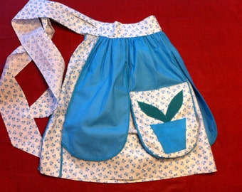 Reversible floral apron with attached pot holder