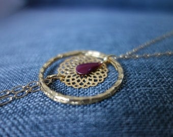 Romantic necklace gold and Burgundy