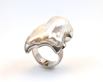 Pearl ring, sterling silver ring, Baroque pearl ring, carved ring, silver pearl ring, white Baroque pearl