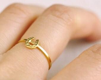 horseshoe ring . tiny horse shoe ring . lucky horseshoe stacking ring . stackable horseshoe ring . dainty rings // 4HRSH