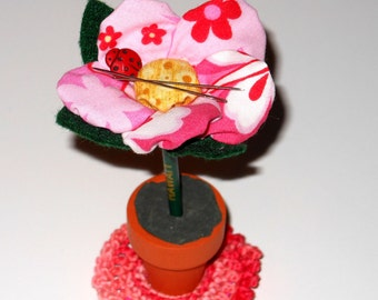 Magnetic Needle Nabber Sewing Notion Pink Fabric Yoyo Flower DIYer Needle Artist