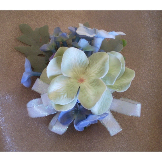 pale blue flower pin floral corsage broach boutonniere womens fashion accessories Easter Ostara Spring