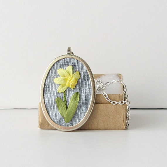 Daffodil necklace, March Birthday, Embroidered pendant, Jonquil necklace, Spring flower necklace, Botanical jewelry
