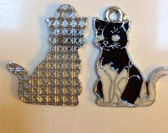 cat  kitty charm  enamel pendant  silver quantity 3 measures  1 inch  jewelry findings supplies pendant GP2
