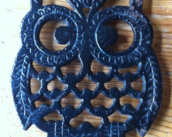 Who do you love 1980s owl trivet table or wall 8 inches by 6 inches silverplate USA