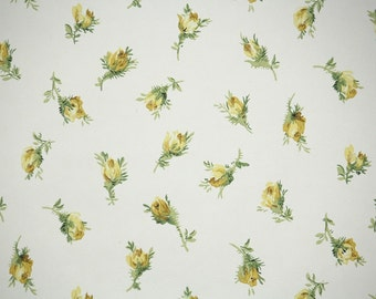 1950's Vintage Wallpaper - Yellow Rosebuds on White