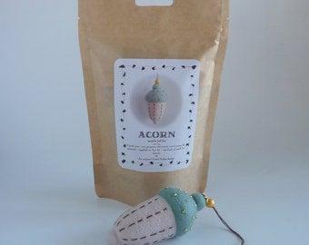 Needle felted acorn kit, needle felt kit, needle felted acorn, acorn kit, acorn decoration, felted acorn kit, craft felting kit