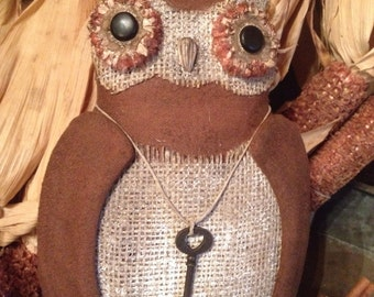 Early Primitive style Olde Hanging Owl !