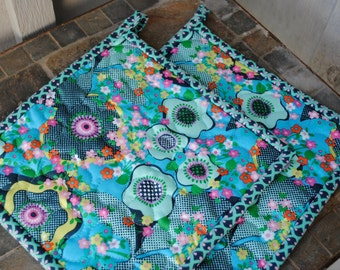 Quilted Pot holders, Amy Butler Potholders, Set of 2 potholders, Fabric potholders,  Hotpads, Shower gift, Hostess Gift