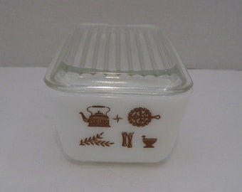 Vintage Pyrex Early American Refrigerator Dish With Lid