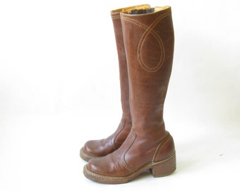 Vintage  1970s  Brown CAMPUS BOOTS. Size 6