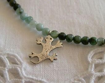 Collar salamandra mini con esmeralda