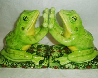 Vintage ALDON Ceramic Frog Bookends Sitting on Lily Pad - Pair Green & Yellow Toad 1975 Book End Set w/ felt pads, ALDON ACCESSORIES - Japan