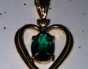 Vintage emerald green stone golden heart necklace gold chain May birthday birthstone