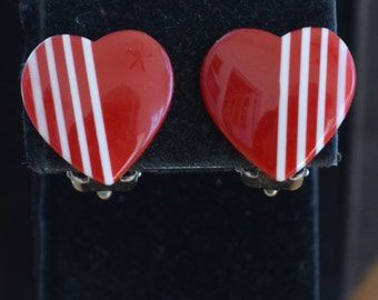 Pretty Vintage Red, White Plastic Heart Clip Earrings, Valentines's Day (I1)