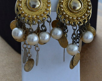 Pretty Vintage Faux Pearl, Gold tone Dangle Clip Earrings, Boho (Q13)